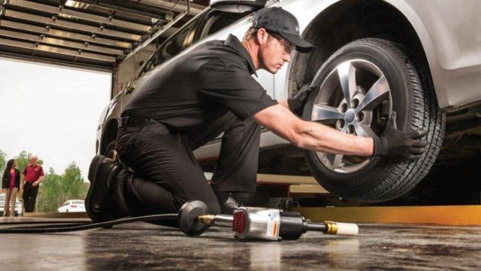 تعرف على أهم أسباب اهتزاز عجلة القيادة أثناء قيادة السيارة
