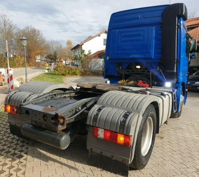 للبيع شاحنات مرسيدس حاله جديده 432729692.jpg