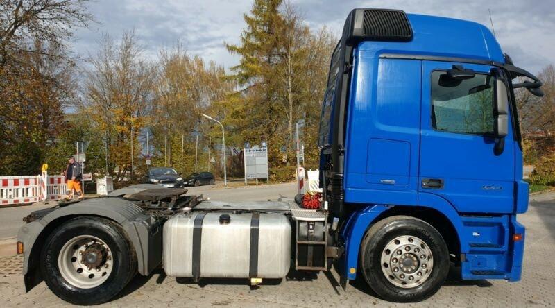 للبيع شاحنات مرسيدس حاله جديده 805694889.jpg